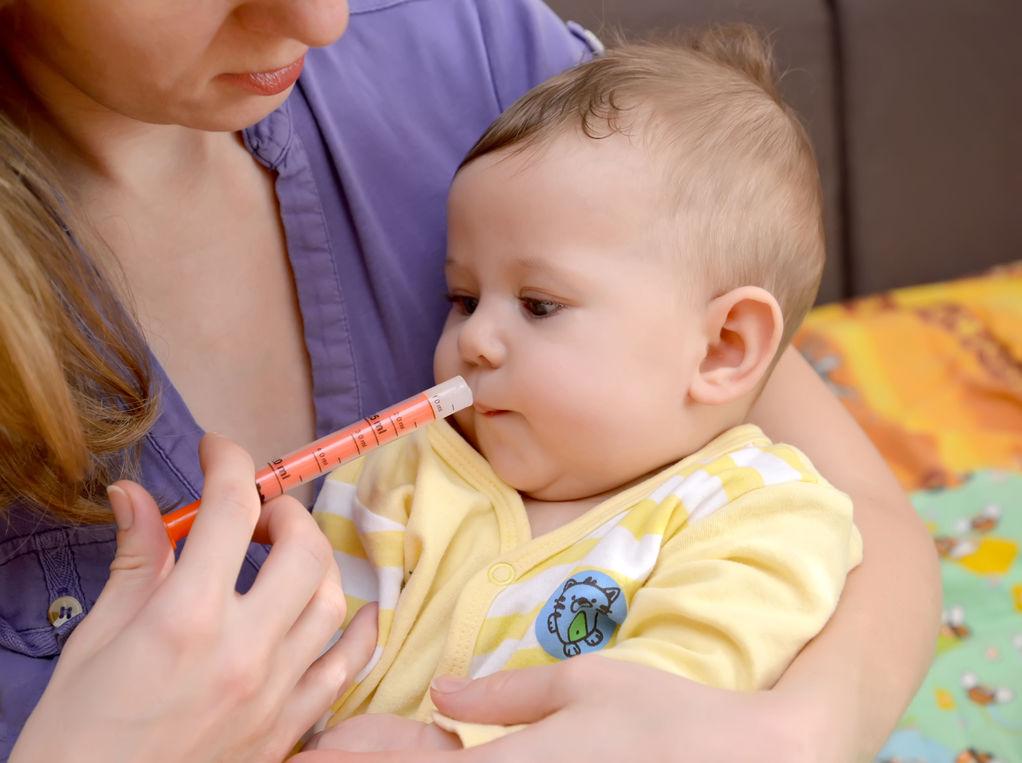 comment-donner-un-medicament-par-voie-orale-a-un-bebe